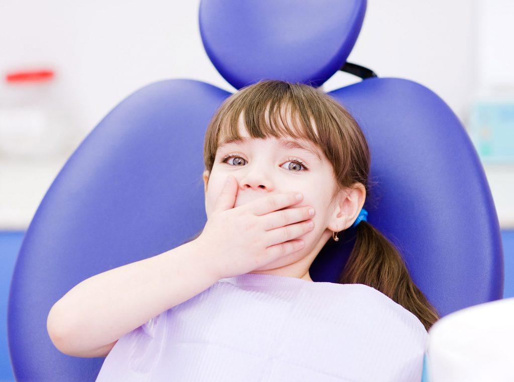 limpieza dental niña