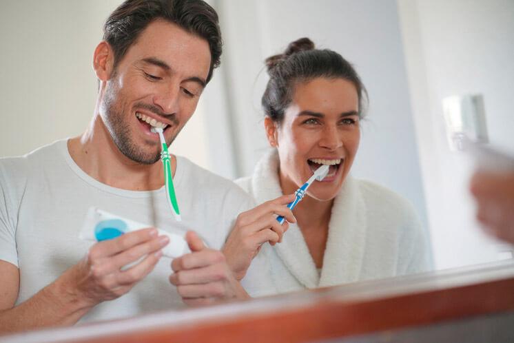 Rutina d'higiene dental per a adults en COVID-19